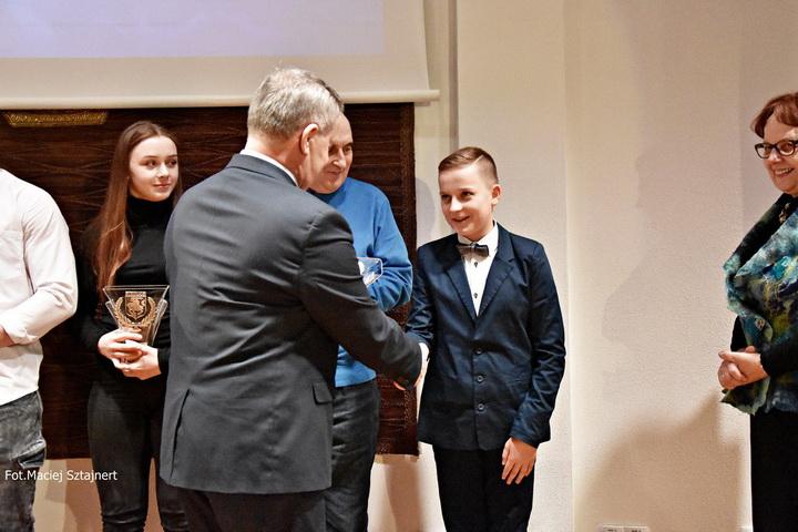 """Wyróżnienie """"Nadzieja sportowa roku 2017"""" dla Macieja Nieczyporuka"""