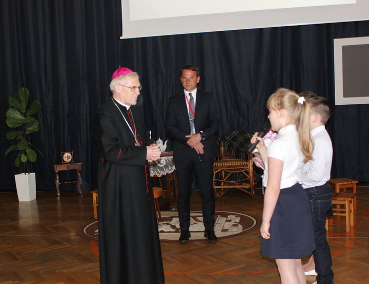 Biskup Siedlecki Kazimierz Gurda w naszej szkole