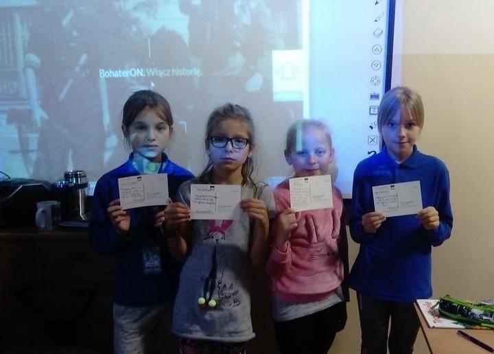Uczniowie naszej szkoły z BohaterON-em